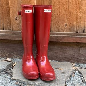 Red hunter rain boots 👢